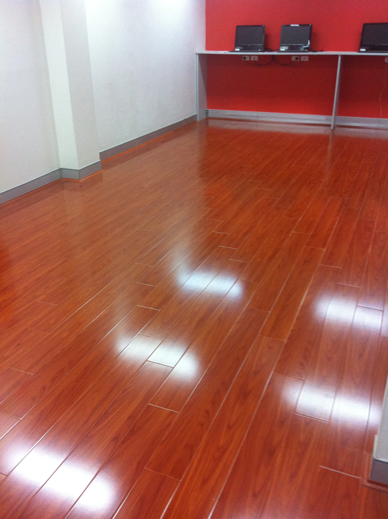 001 mahogany laminate flooring mahogany color high for Quality laminate flooring